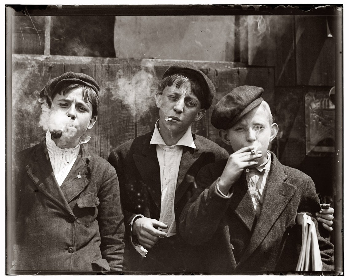 newspaperboys1910