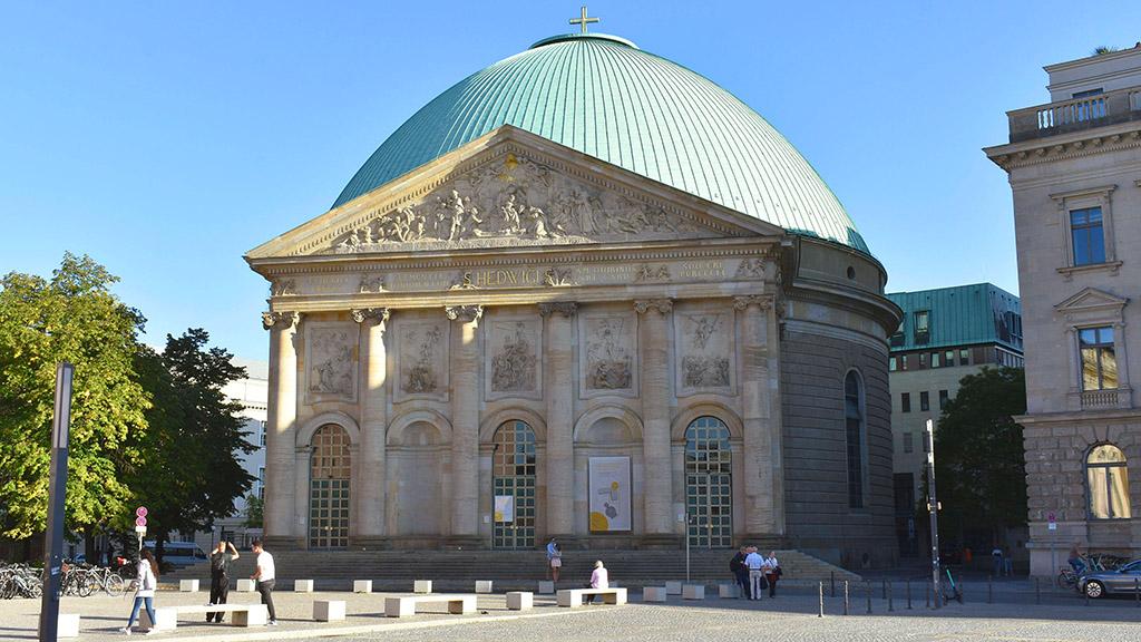Berlin-Mitte: Hedwigskathedralen-Protest geht weiter