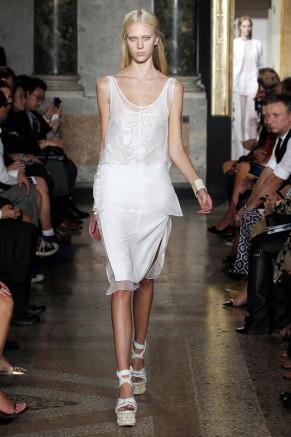 kurzes weißes Abendkleid