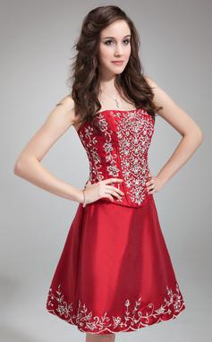 Kurzes Abiballkleid rot mit Perlen bestickt