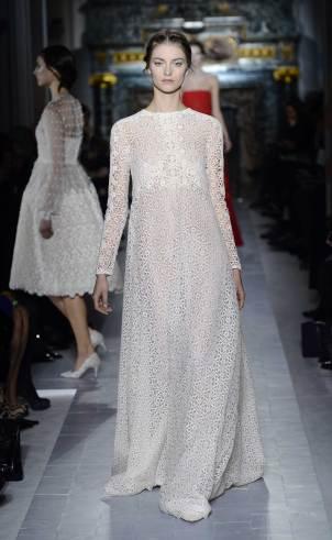 Schlichtes Hochzeitskleid Spitze, langarm, Valentino