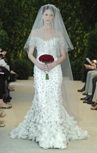 Hochzeitskleid weiß/silber, schulterfrei, Carolina Herrera