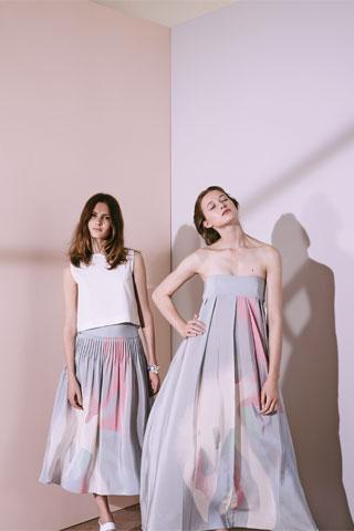 Lange Röcke und romantische Cocktailkleider bei Cacharel 2015