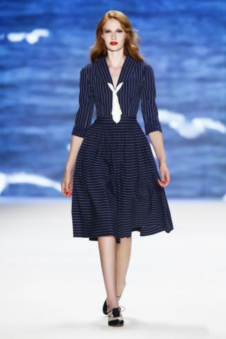 Matrosenkleid - Lena Hoschek. Dunkelblaues Sommerkleid dreiviertel Arm im Matrosen-Stil.