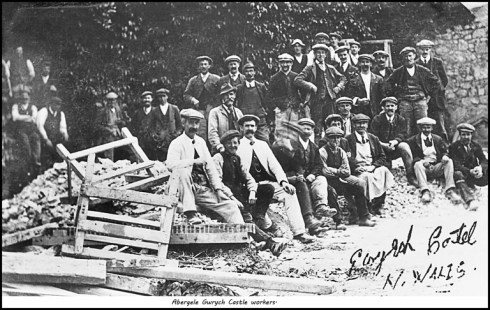 Gwrych Castle workers in Abergele from the Dennis Parr Collection, reproduced with permission.
