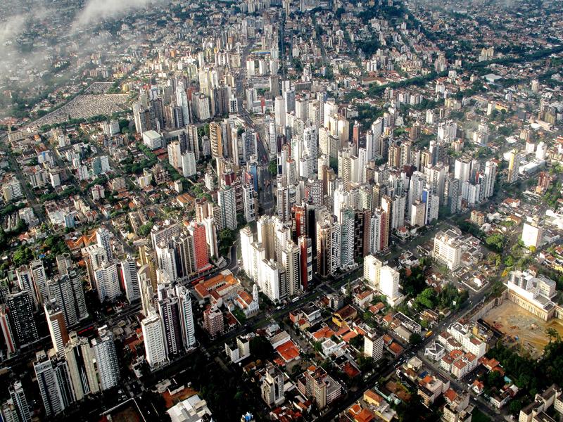 Foto de muitos prédios do centro, representando abrir empresa em Curitiba