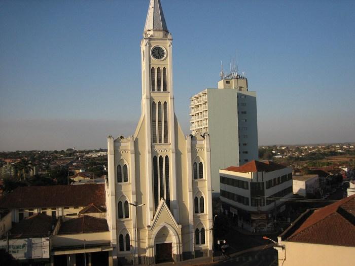 Foto da igreja matriz da cidade, representando abrir empresa em Birigui