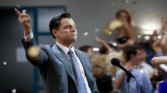 Cena do filme O Lobo de Wall Street, representando um dos filmes para empreendedores