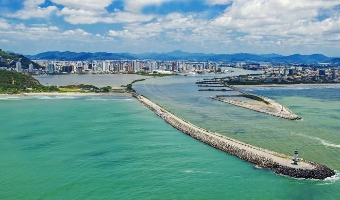 Foto aérea da cidade de Itajaí, representando escritório de contabilidade em Itajaí - Abertura Simples