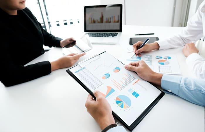 Reunião de negócios, representando como abrir empresa - Abertura Simples