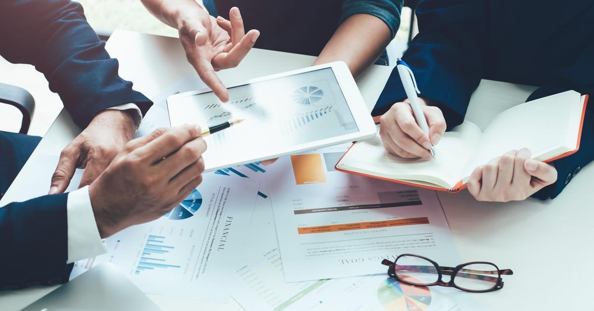 Contadores planejando implantar a cultura de inovação em seus escritórios de contabilidade