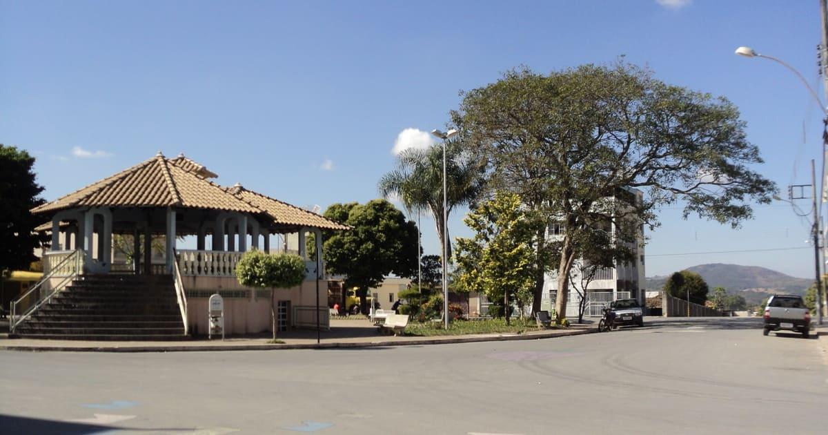 Foto de praça da cidade, representando abrir empresa em Araújos
