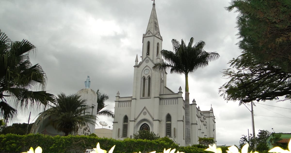 foto de igreja matriz da cidade, representando a contabilidade em perdigão