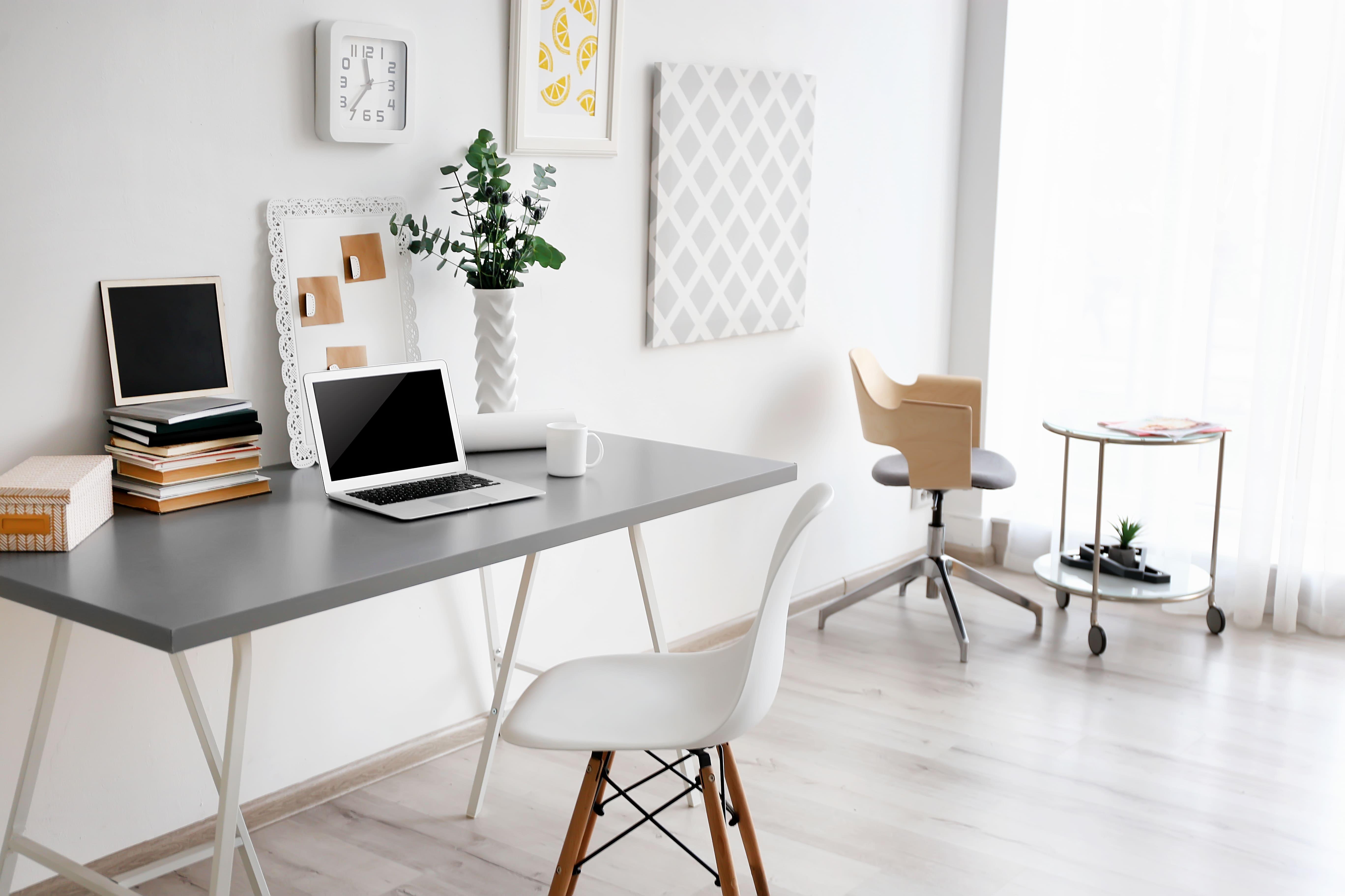Imagem de um escritório home office para inspirar os empreendedores que estão em busca de conhecimento para saber fazer a gestão dos colaboradores home office