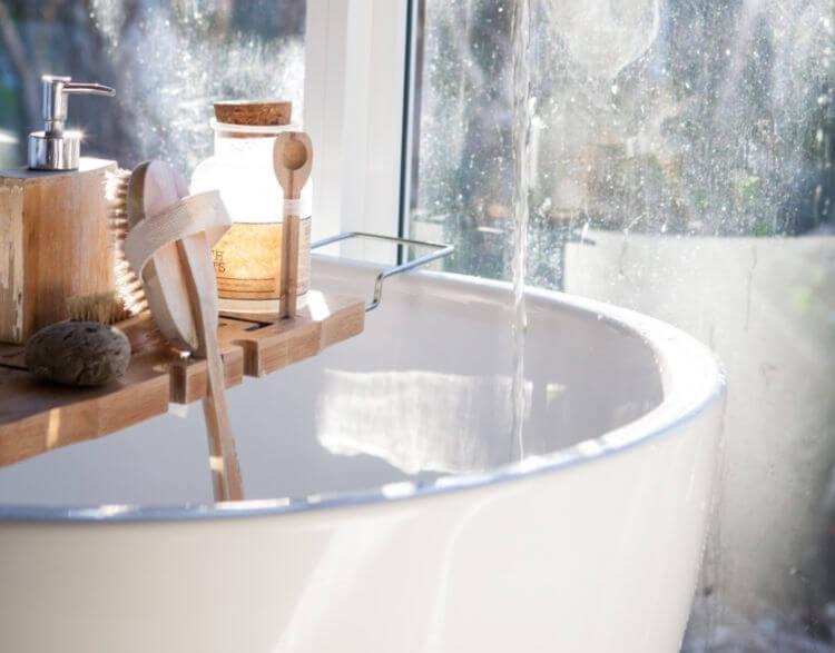 bath with spa tray