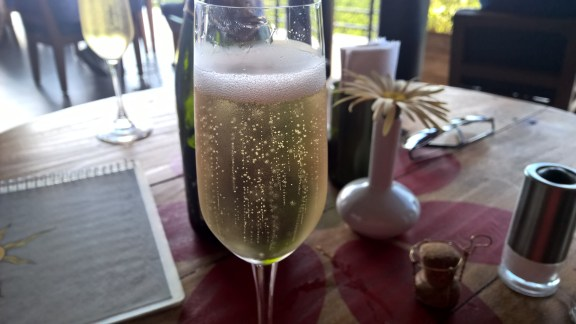 Sparkling white wine!