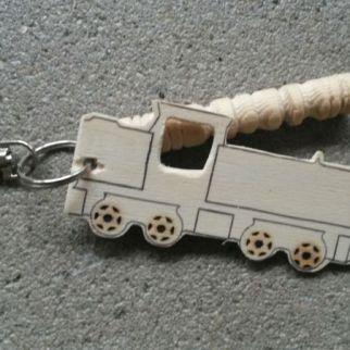 kinderworkshop nijmegen kinderfeest houtbewerken creatief meubelmaker sleutelhanger hout