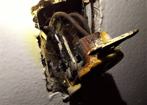 small resolution of aluminum wire burned outlet