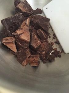 Chop chcolate