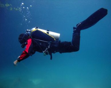 Image showing ideal trim body position for scuba