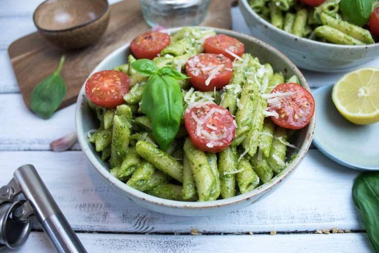 Vegan green pesto pasta