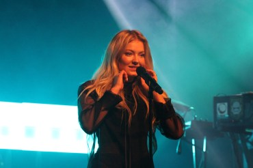 Astrid S at Melkweg. Photo by Michiel Vos, A Bit of Pop Music.