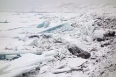 Eisplatten am Ufer