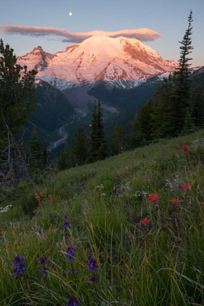 Sonnenaufgang am Mount Rainier.