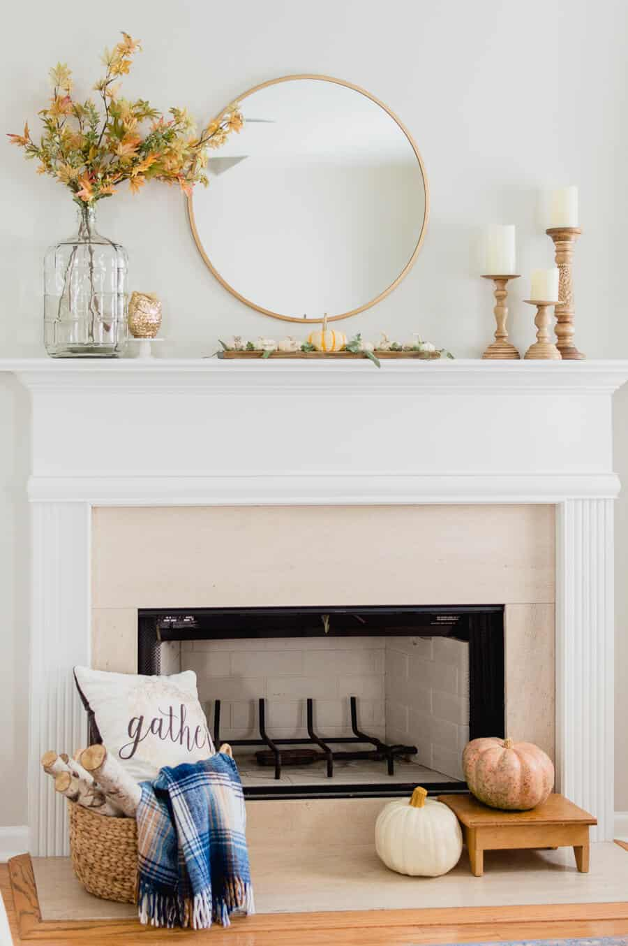 Love these simple touches of this fall mantel.