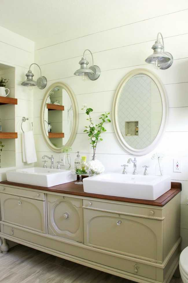 Making it in the Mountains, 20 Best Farmhouse Bathrooms .  #ABlissfulNest #InteriorDesign #Decorator #Stylist #Blissful #HappyHome #designtips #Farmhouse #FarmhouseDecor #farmstyle #farmdecor