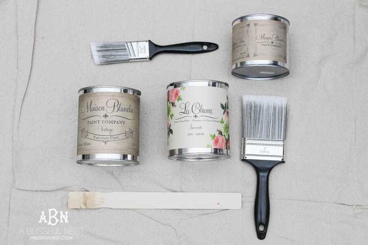 Get these simple and easy steps for this gorgeous chalk furniture paint tutorial from A Blissful Nest. An amazing transformation on a flea market piece! https://ablissfulnest.com/ #chalkpaint #chalkfurniturepaint