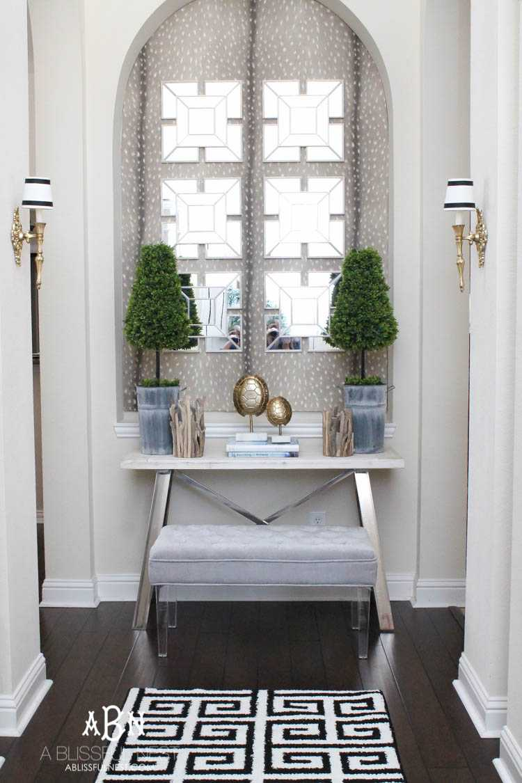 Get these tips & hints on getting designer style on a budget with this gorgeous entry makeover! So many great ideas here! See more on https://ablissfulnest.com/ #entrymakeover #designtips