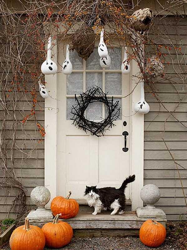 via decoist 20 fabulously spooky halloween front porches