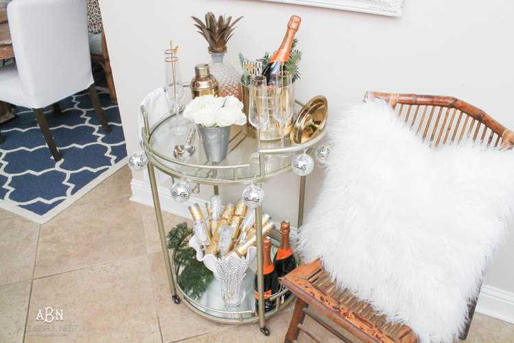 These are such great ideas to transition your Christmas décor into celebrating New Years Eve! Love all the gold and sparkly accents! See more on https://ablissfulnest.com/ #newyearseve #newyearsbarcart #ad #Pier1Love