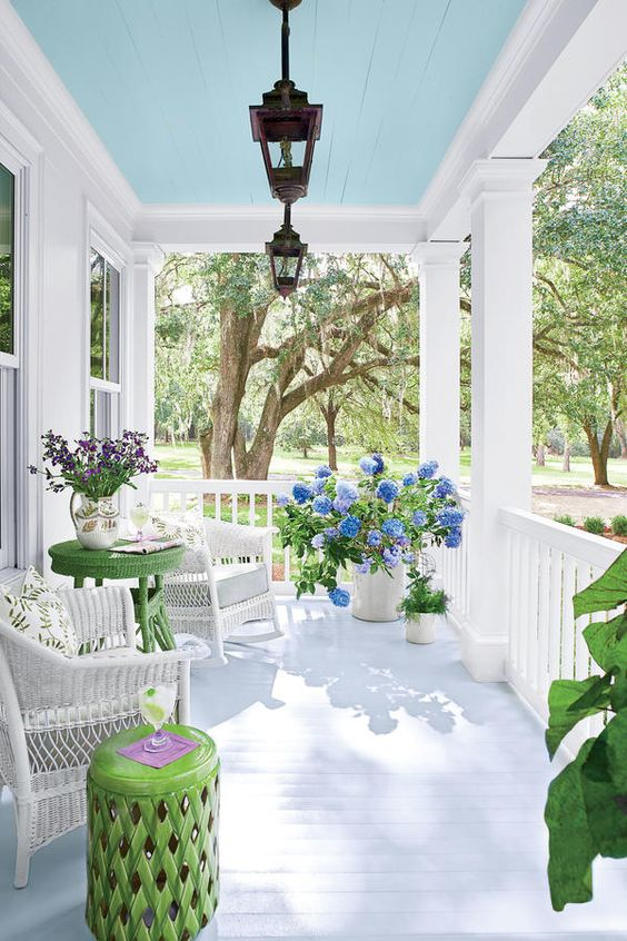 Just love the gorgeous turquoise color of the ceiling of this spring front porch! #spring #springporch #springdecorating #springfrontporch