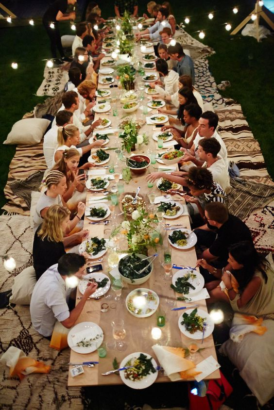 Easy tips to follow to have a summer table for evening or morning brunches this summer. For all the ideas visit www.ablissfulnest.com #outdoorliving #summerparties