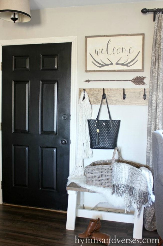 Adore this fall entryway by Hymns and Verses. Grab the best fall entryway ideas on https:ablissfulnest.com/ #falldecor #falldecorating #fallentrydecor