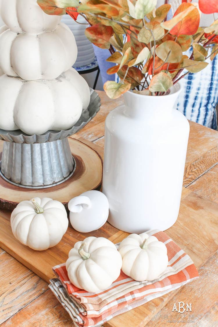 Full of rich jewel tones for fall, come visit my fall home tour! See more on https://ablissfulnest.com/ #ABlissfulNest #falldecor #falldecorideas #fall