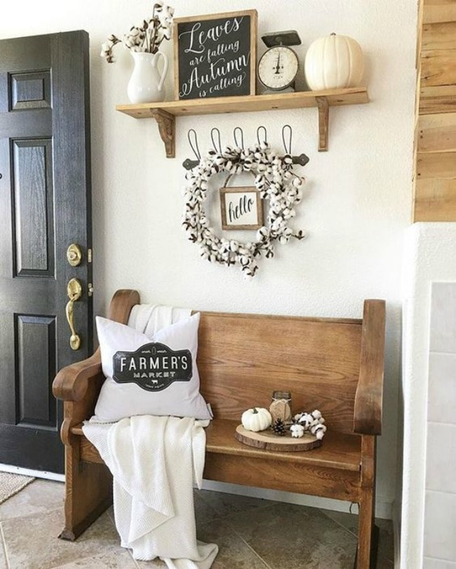 Adore this fall entryway by Nelly Friedel. Grab the best fall entryway ideas on https:ablissfulnest.com/ #falldecor #falldecorating #fallentrydecor