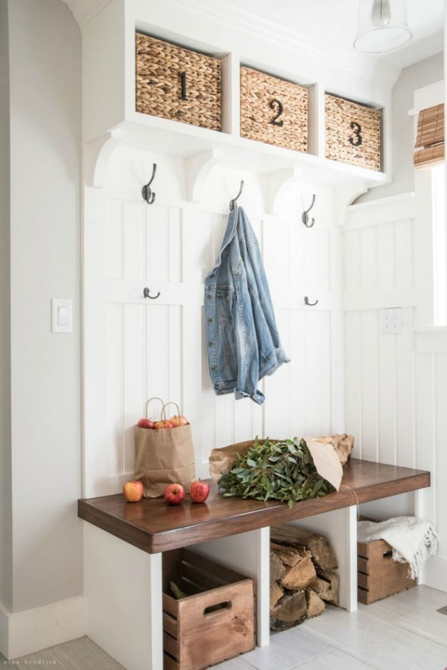 Adore this fall entryway by Nina Hendrick. Grab the best fall entryway ideas on https:ablissfulnest.com/ #falldecor #falldecorating #fallentrydecor
