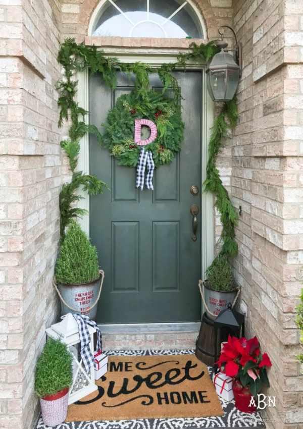 Christmas Home Tour: Classic Christmas Porch and Dining Room