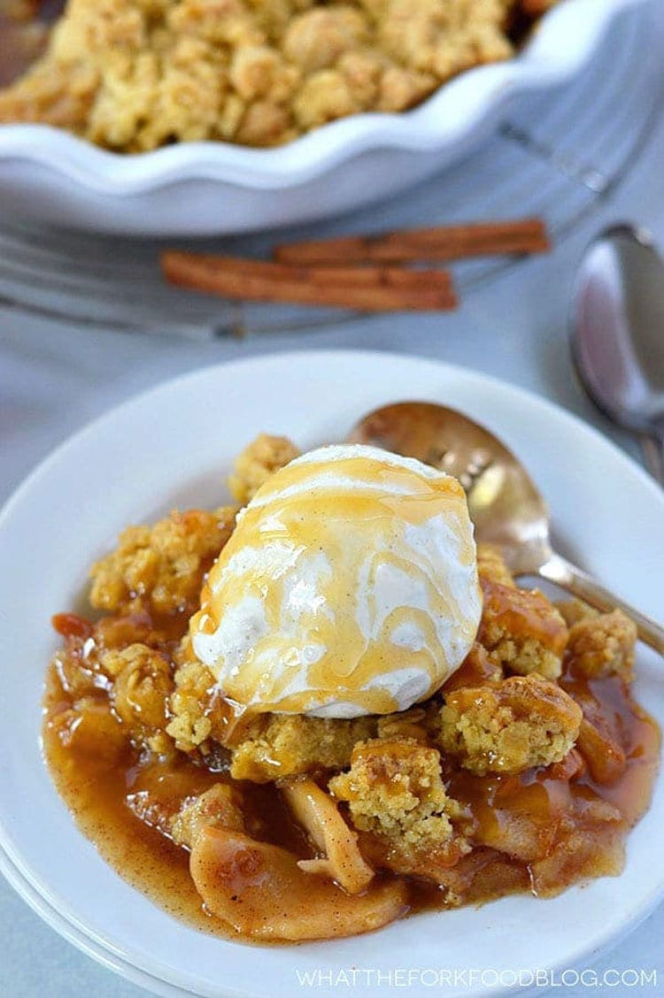 OH my YUM! I can't believe this apple crisp is gluten free! #glutenfree #glutenfreerecipe #gf