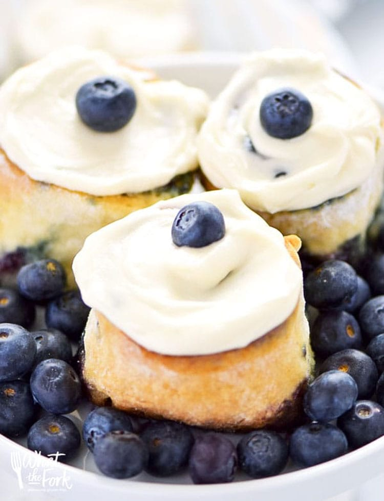 I could eat these all day long! This blueberry rolls look so delicious! #glutenfree #glutenfreerecipe