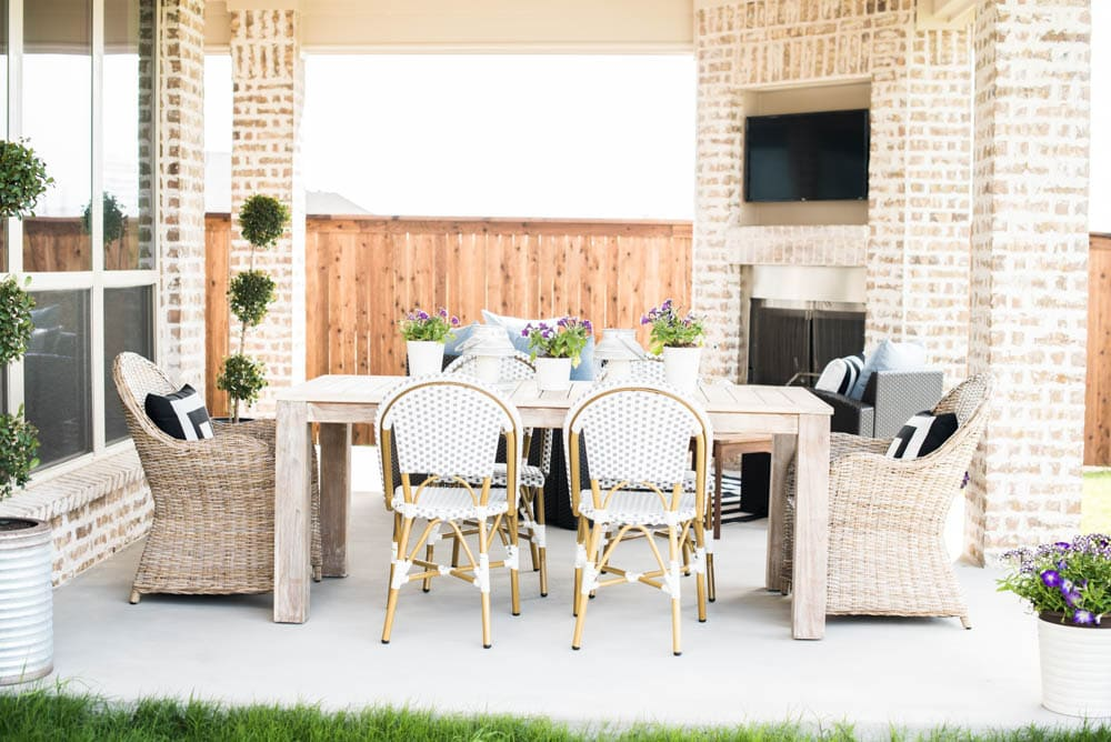 Even if you have a small backyard patio, you can still get big impact with these great tips! #outdoorpatio #backyardideas #patio #backyardideas