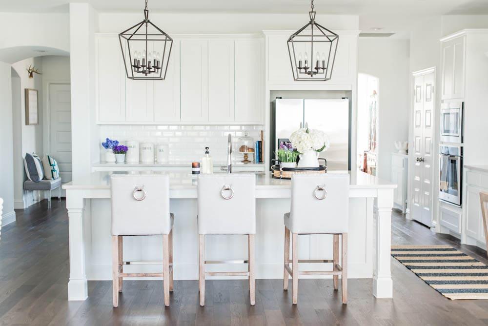 Beautiful summer accents in this all white kitchen. More white kitchen ideas on https://ablissfulnest.com #ABlissfulNest #whitekitchen #kitcheninspiration #kitchenideas