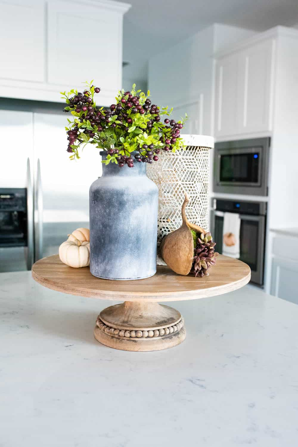 Beautiful simple and neutral pops of fall decor and lots of texture in this fall kitchen home tour. #ABlissfulNest #falldecor #falldecorating #fallideas