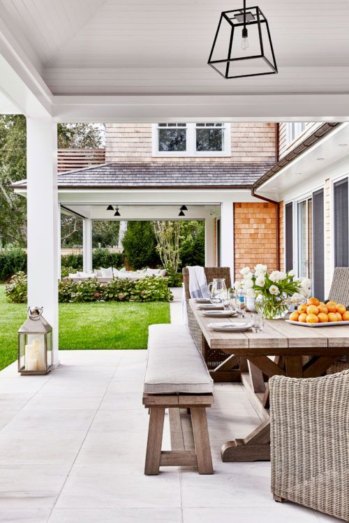 Love the hamptons coastal look of this gorgeous patio.