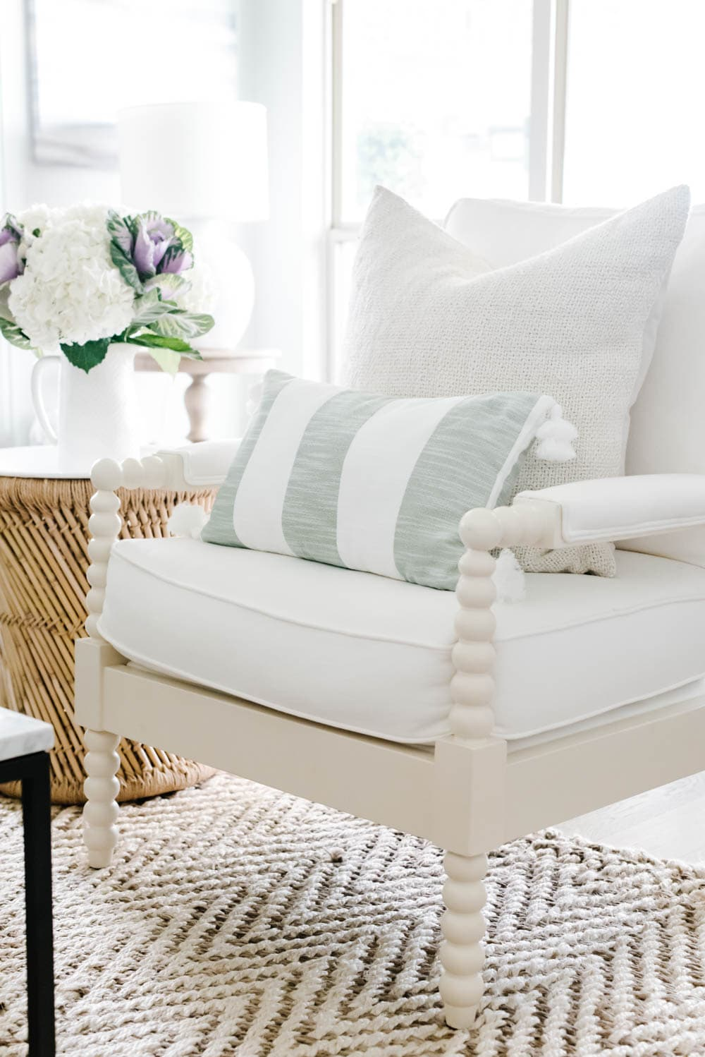 Tips to get a fresh curated look for summer effortlessly. #ABlissfulNest #summerhomedecor #summerstyle