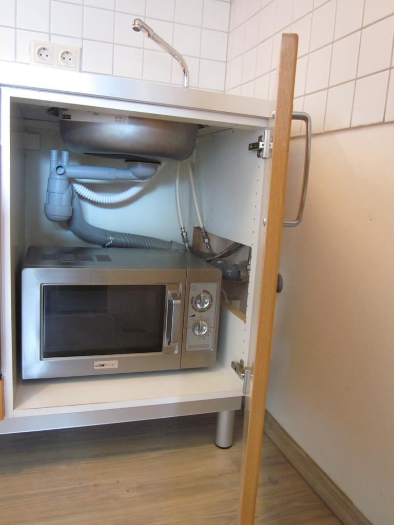küche oberschrank ikea  weiße vitrine landhaus