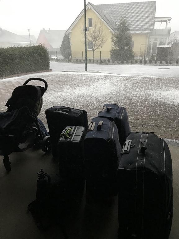 Koffer im Schnee
